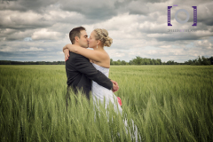 photo-couple-champ-ble-orge-mariage-lanaudiere