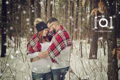 Photographie-couple-maternite-bois-exterieur-hiver-neige