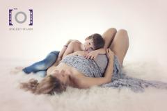 photo-studio-femme-enceinte-maternite-bedaine-enfant-photographe